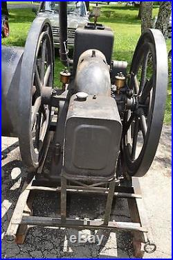 17 1/2 HP Gilson Hit and Miss Engine with flat belt clutch
