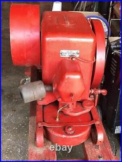 Hit and miss engine 5 Hp International With Large Pulley