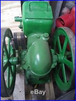 John Deere Mode E 1 1/2 hp Hit N Miss Engine. #256181. Runs great