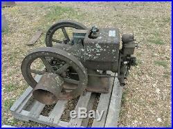 McCormick Deering IHC 1-1/2 Hp stationary engine hit miss vintage international