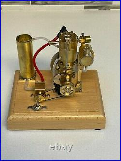 Miniature scale model Hit and Miss Engine Gas IC Engine 1911 Harley Design